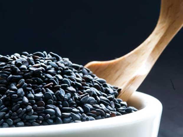 Bí quyết trị tàn nhang hiệu quả từ bột nghệ và vừng đen 2