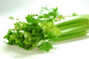 Bí quyết trị tàn nhang hiệu quả với cần tây