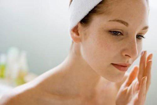 Ngưng dùng kem trị nám tàn nhang khi thấy những dấu hiệu bất thường trên da