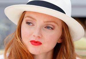 """""""Học lỏm"""" sao Hollywood cách make-up cho làn da tàn nhang"""