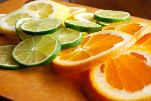 Trị tàn nhang bằng cam tươi tại nhà