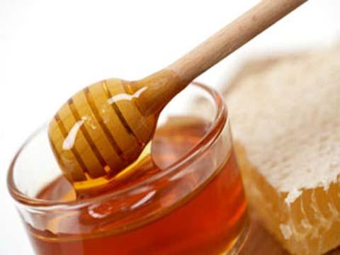 Mật ong là thành phần trị tàn nhang lành tính nhiều người áp dụng