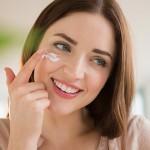 Sau điều trị tàn nhang Laser Toning có cần bôi kem dưỡng không?