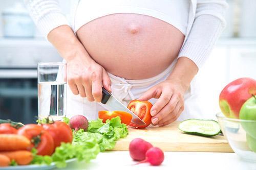 trị nám tàn nhang cho bà bầu bằng chế độ ăn uống hợp lý
