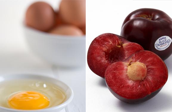 Đắp mặt nạ trứng gà + hạt mận - cách trị tàn nhang tại nhà mới lạ