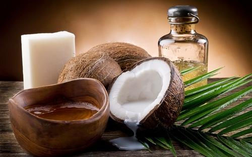 Cách trị đồi mồi trên mặt bằng dầu dừa