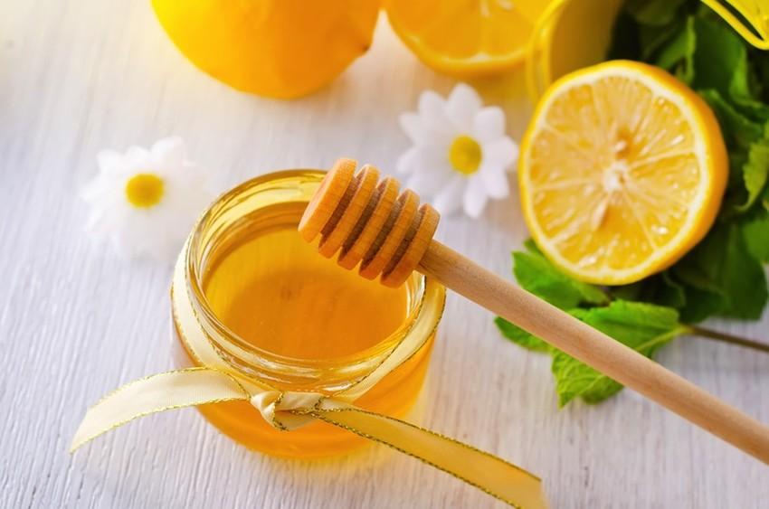 cách tẩy tàn nhang trên mặt bằng mật ong chanh
