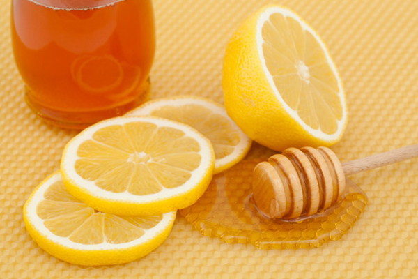 trị tàn nhang tận gốc bằng chanh mật ong