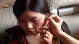Chấm thuốc tẩy tàn nhang trên mặt có phải là cách trị tàn nhang an toàn